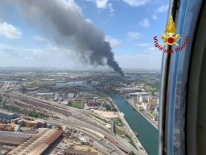 """Incendio a Marghera: """"Non possiamo più permetterci che salute e ambiente siano messi a rischio"""